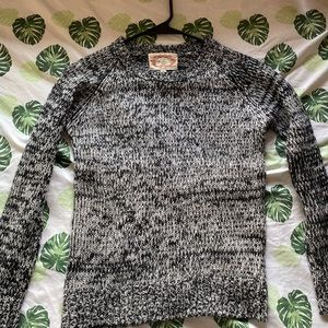 Sweater shirt black with white and gray essence